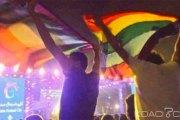 Egypte: Six hommes arrêtés pour avoir brandi un drapeau gay lors d'un concert