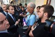 Macron fait la leçon à un passant qui refuse de lui serrer la main