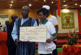 Programme d'Autonomisation économique des Jeunes et des femmes : Les bénéficiaires de la région du centre reçoivent leurs chèques