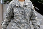 Simone Askew, la capitaine qui entre dans l'histoire de l'armée américaine