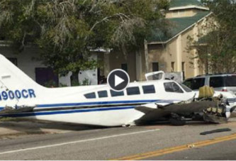 En Floride, un avion s'écrase en pleine rue