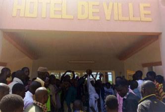 Moussodougou: la population ferme la mairie et remet les clés à la gendarmerie
