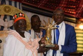 Burkina: le Mogho Naba reçoit le prix Macky Sall pour le dialogue