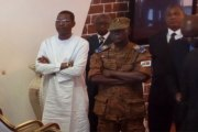 Ouagadougou: le chef d'état-major et le président de l'Assemblée nationale vus à l'aéroport