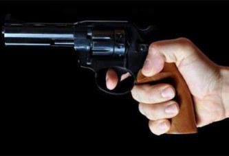 Il cache son arme dans le four et l'oublie: grave erreur