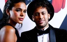 La star du PSG Neymar a rompu avec sa compagne Bruna Marquezine
