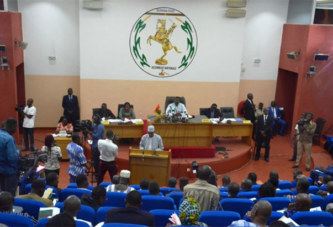 Prorogation de l'Etat d'urgence: le projet de loi en examen à l'Assemblée nationale
