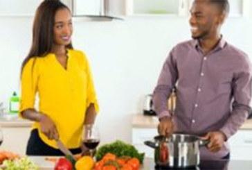 Couple: les femmes préfèrent les hommes tendres qui cuisinent