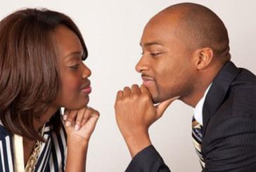 10 questions gênantes que les hommes RÊVENT de poser aux femmes (et leurs réponses)