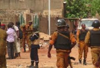 Burkina Faso: trois civils tués dans une attaque proche de la frontière ivoirienne, selon des sources sécuritaires citées par l'AFP