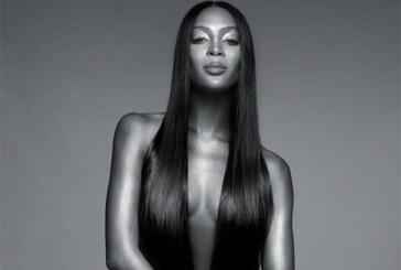Naomi Campbell pose complètement nue à 48 ans et crée une violente colère