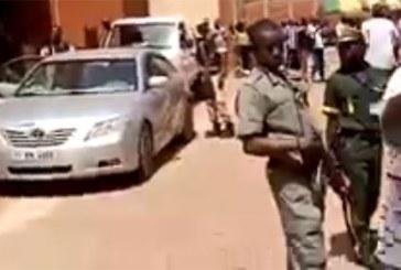 Vidéo: Le Dg de la Poste du Burkina (ex Sonapost) chassé de ses bureaux par ses collaborateurs