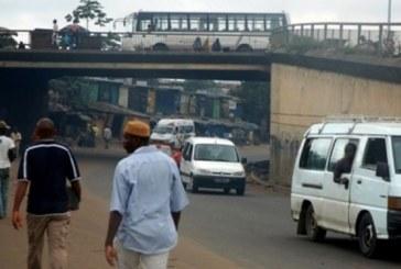 Yopougon/ Couché au dessus du camion: Un convoyeur de bétail se tue en se fracassant la tête contre le rebord du pont