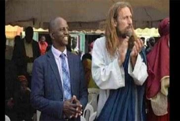 """Kenya: le gouvernement déporte """"Jésus"""" et arrête les pasteurs qui l'ont invité"""