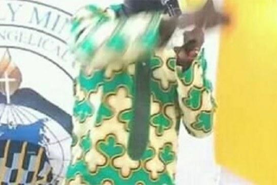"""Côte d'Ivoire: un pasteur affirme qu'il peut """"ressusciter"""" Dj Arafat [Vidéo]"""
