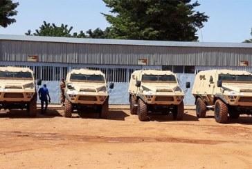 G5 Sahel : l'Union Européenne remet quatre blindés de type Bastion au bataillon burkinabè
