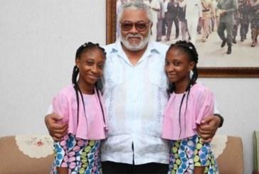 20 ans après, des jumelles siamoises remercient le président Rawlings qui leur avait sauvé la vie