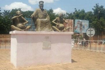 11 décembre Tenkodogo 2019: Les sites touristiques de la région du Centre-Est Monument Naaba ZANRE.
