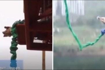 Dans un parc d'attraction, un cochon fait un saut à l'élastique avant l'abattoir