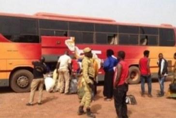 Côte d'Ivoire: Un chauffeur de car pique une crise, descend du car et meurt sur le bas-côté de la route