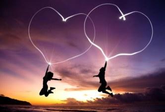 8 signes que votre homme vous aime, même s'il ne l'exprime pas