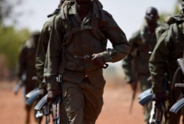 Burkina Faso, Mali, Niger: Des soldats sèment la terreur, tuent des populations civils sous couvert d'opérations antiterroristes