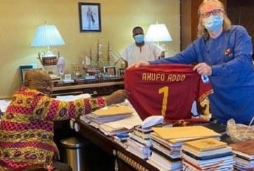 Ghana: l'AS Roma fait un précieux cadeau au président Akufo-Addo