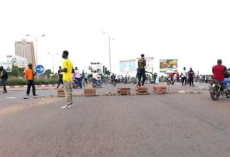 (Urgent) –Bamako: déferlante des manifestants vers les édifices publics