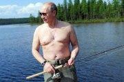 Vladimir Poutine: 61 ans, cœur à prendre, cherche jeune femme pour moments intimes