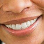Blanchiment des dents : 6 astuces pour des dents plus blanches sans produits chimiques