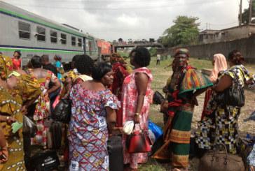 Des femmes burkinabè de côte d'ivoire, en route pour le 8 mars à Banfora