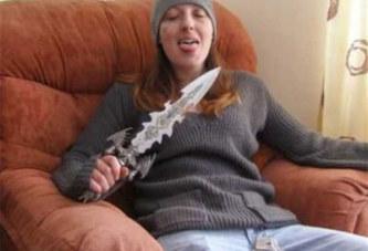 Condamnée à la prison à vie, la tueuse en série rigole