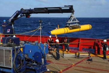 Recherches du vol MH370 : après un premier échec, le robot replonge