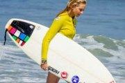 HAIWAI: Une surfeuse professionnelle arrêtée pour tentative de meurtre