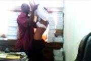 Vidéo - Nigeria : Un professeur pris en flagrant délit d'abus sexuel sur une étudiante par son ordinateur
