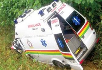 Ghana – – Une ambulance transportant deux femmes enceintes se retrouve dans un ravin