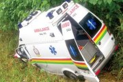 Ghana – - Une ambulance transportant deux femmes enceintes se retrouve dans un ravin