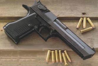 Parti chercher de la nourriture, un policier se fait piquer son arme à feu