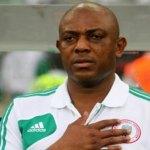 Nigeria : Accusé de racisme, la FIFA avertit Stephen Keshi