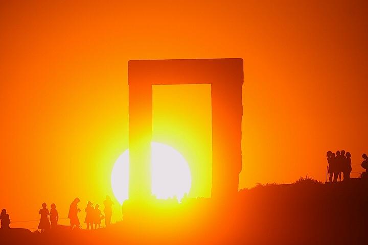 Το θερινό ηλιοστάσιο στους Αρχαίους λαούς-Ο υιός του Υπερίωνα και της Θείας Ηλιος! 21 Ιουλίου