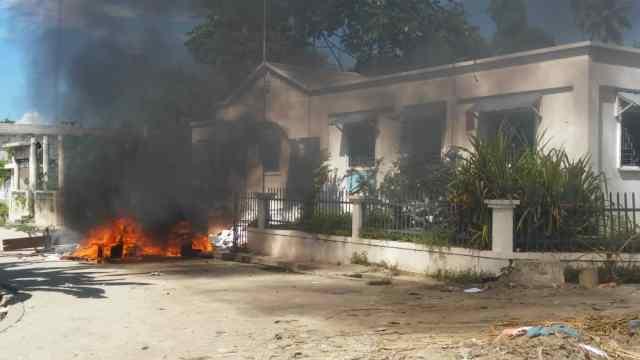 Petit-Goâve: Des protestataires mettent le feu dans le Sous-Commissariat et les locaux de l'ED'H…