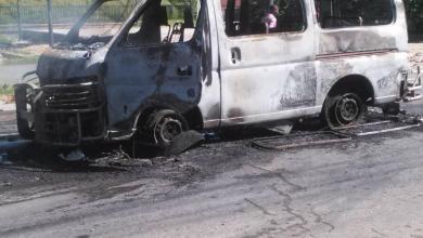 Photo of Haïti-Crise: Avec des passagers dedans, des individus incendient un minibus au champ de Mars