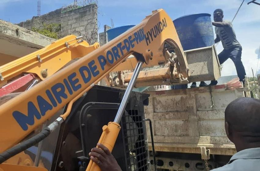 Ayiti-Aktyalite : Meri podepè, lanse operasyon kwape machann gaz pou ede popilasyon rale Yon souf