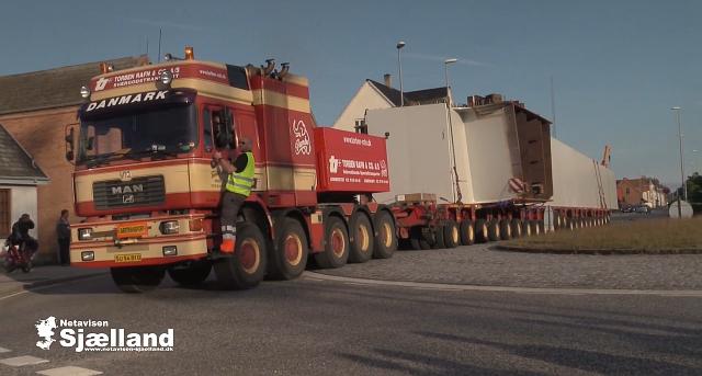 En gigantisk-transport på vej gennem Korsør. Foto: Michael Johannessen.