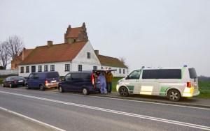 Politiet ved Sneslev Kirke efter fundet af den dræbte kvinde. Foto: © 112news.dk