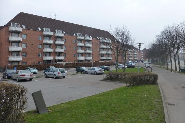 Politiet var søndag formiddag igang med at ransage en lejlighed i Mjølnerparken i forbindelse med efterforskningen af weekendens skydepisoder i København. Arkivfoto: Leif Jørgensen (CC BY-SA 3.0).
