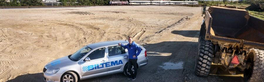 Biltemas direktør Jacob Borring Møller ved grunden i Roskilde, hvor det næsten 8000 kvm store varehus skal ligge. PRfoto.