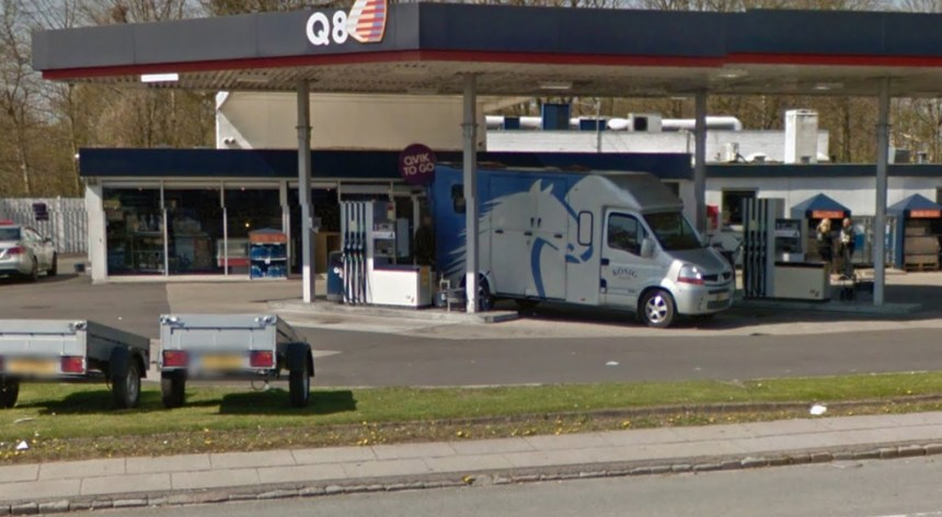 En knivbevæbnet mand røvede Q8 på Ballerupvej i Værløse. Foto: Google Streetview.
