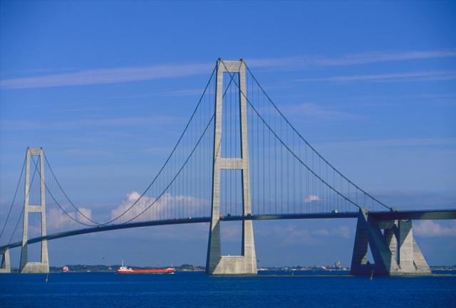 Storebæltsbroen fraråder kørsel med vindfølsomme køretøjer på grund af blæsten. Foto: Sund & Bælt.