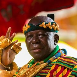 Stop begging politicians for favours - Otumfuo to chiefs